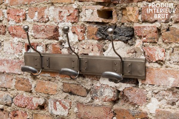 Petite touche de design industriel avec cette patère en métal– Produit Intérieur Brut