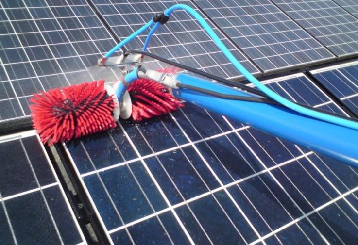 Clean Progress est en mesure d'assurer le nettoyage de votre toiture industrielle